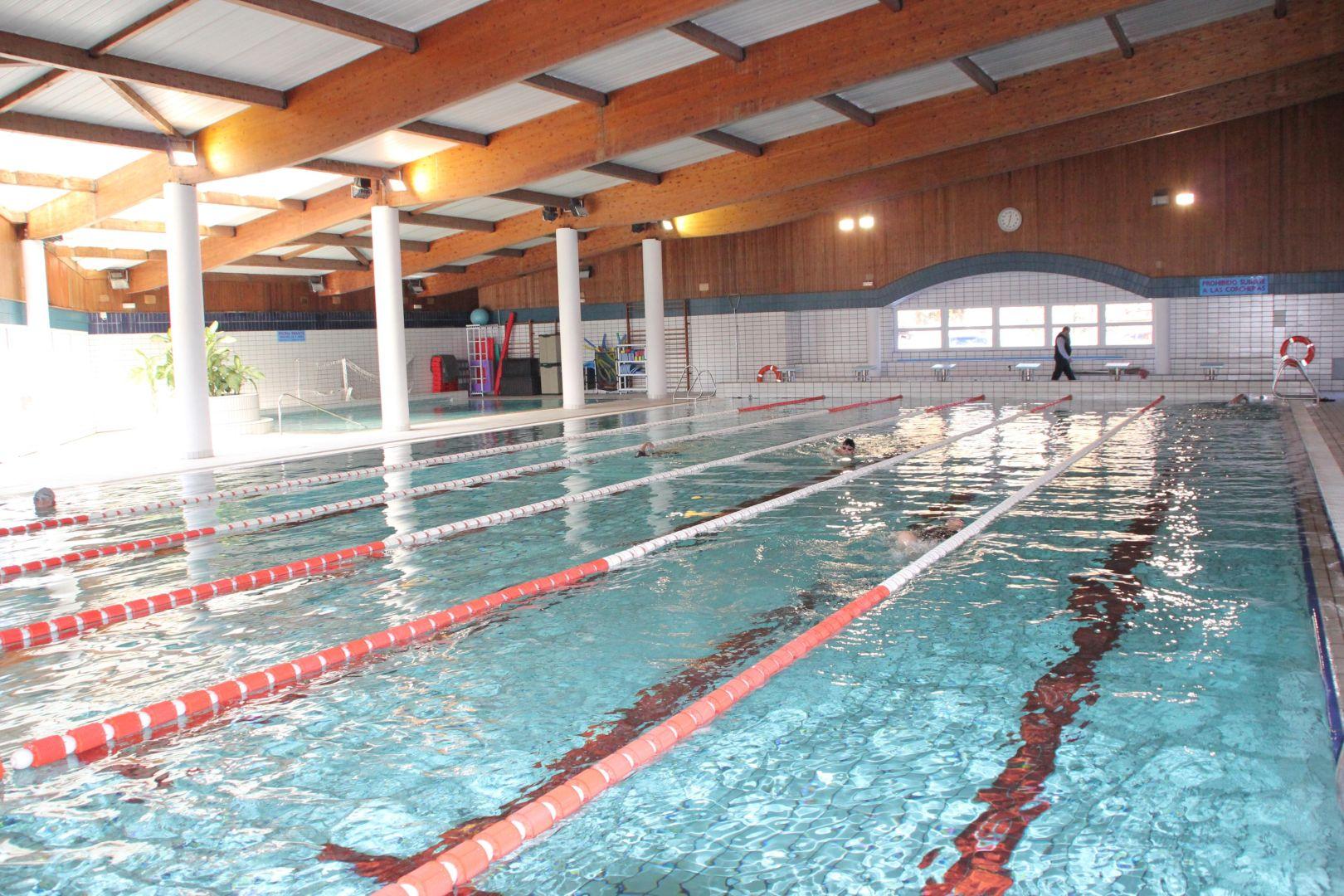 Piscinas cubiertas malaga elegant piscinas cubiertas en for Piscina cubierta alminares granada