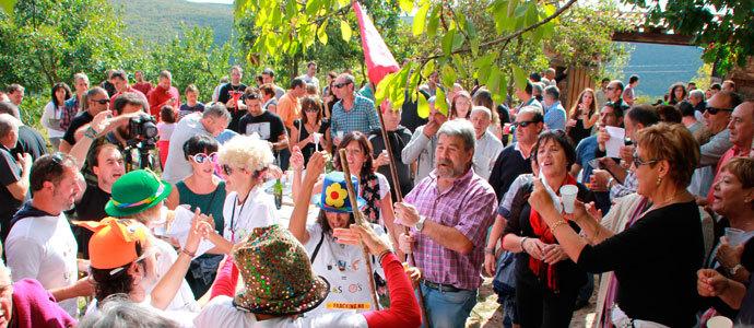 Bustillo del monte sale a la calle para celebrar el rosario for Calle alberca 9 boadilla del monte